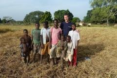 Partage avec les enfants du village