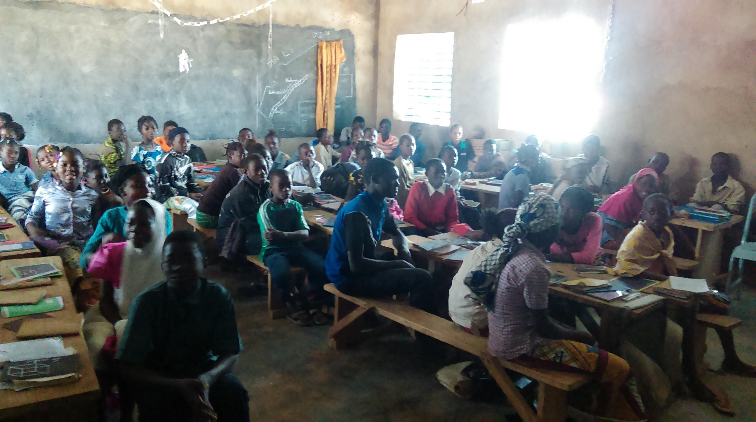 Cours de lycée à Wassongdo