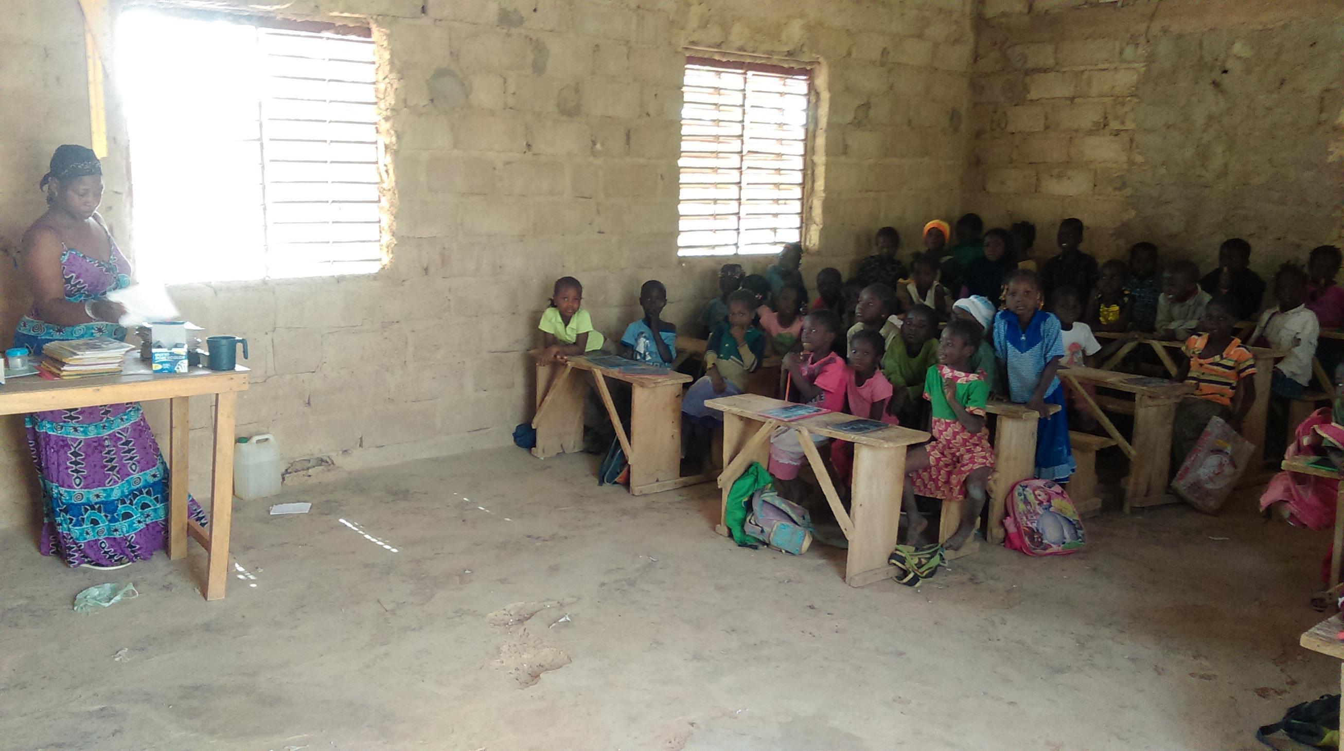 Cours de primaire à Wassongdo
